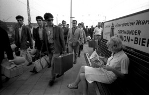 1965_Die_ersten_türkischen_Gastarbeiter_Ankunft_am_Bhf_Dortmund_Foto_H_R_Uthoff.jpg