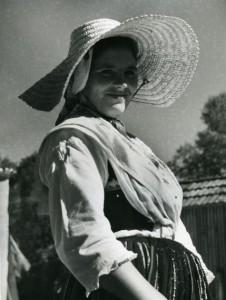 Alfred Ehrhardt, Junges Mädchen aus Nordwest-Spanien, 1951, © bpk : Alfred Ehrhardt Stiftung.jpg