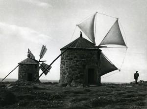 Alfred Ehrhardt, Uralte Windmühlen am Atlantik, 1951, © bpk : Alfred Ehrhardt Stiftung.jpg
