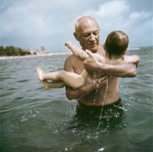 22. Capa_Pablo Picasso playing in the water with his son Claude, Vallauris, France.jpg