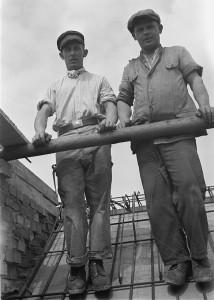 Albert Hennig_Bauarbeiter auf einem Dach_1932-1933.jpg.jpg
