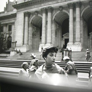02_new york ny nd 01 c vivian maier maloof collection courtesy howard greenberg gallery new york.jpg