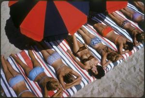 Elliott-Erwitt_Saint-Tropez_France_1959.jpg