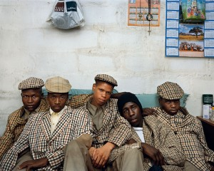 Pieter_Hugo_Loyiso Mayga, Wandise Ngcama, Lunga White, Luyanda Mzanti et Khungsile Mdolo après leur rite d'initiation, Mthatha, 2008.jpg