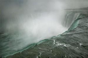 web-Leibovitz_Niagara_Falls_0.jpg