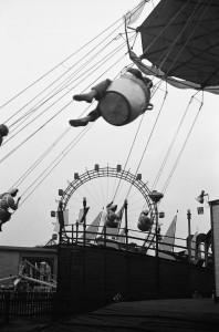 """ERICH LESSING, WIEN, VERGNÜGUNGSPARK """"PRATER"""", 1954.jpg"""