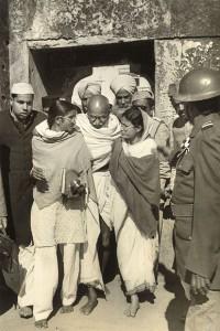 Gandhi leaving Mehrauli, Delhi, India, 1948 ⓒHenri Cartier-Bresson:Magnum Photos.jpg
