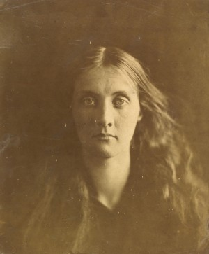 Julia_Jackson_Julia_Margaret_Cameron_1867_c_Victoria_and_Albert_Museum_London_1.jpg