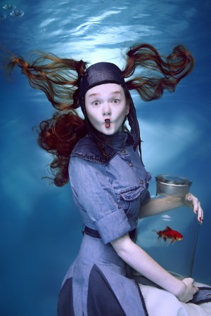 ArtMagna_Harry Fayt_TheGirlWithRedFish_2014_Photography on ChromaLuxe_100x150cm.jpg
