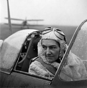 web Anna Leska, Air Transport Auxilliary, Polish pilot flying a spitfire, England 1942 by Lee Miller (4327-45).jpg