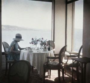 01 Bibi au Restaurant d'Eden Roc Cap d'Antibes 1920 1965 Photographie J H Lartigue C Ministäre de la Culture France  AAJHL.jpg