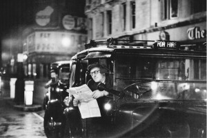 Bert Hardy, Piccadilly, 1953.JPG