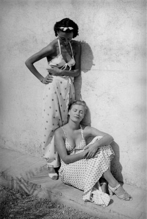 Nusch Eluard and Lee Miller, Mougins, France, 1937, Kopie.jpg