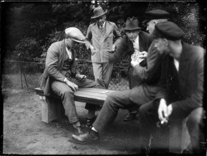 RS2836_Erich Grisar_Stadtarchiv_Dortmund_Kartenspiel, 1928 – 1933 .jpg