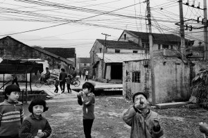 ©-Patrick-Zachmann_Magnum-Photos_Village-of-Xin-Ju,-Province-of-Zhejiang,-China,-February-1991.jpg