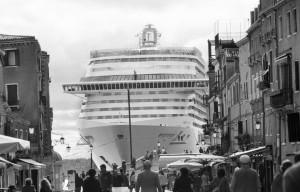 3. Venezia, 2013-2015. Bacino San Marco, visto da via Garibaldi  © Gianni Berengo GardinCourtesy Fondazione Forma per.jpeg