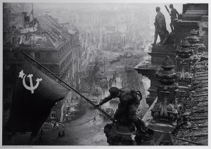 Yevgeny-Khaldei,-Soviet-soldiers-raising-the-red-flag-over-the-Reichstag,-May-1945.jpg