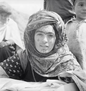 Femme portant un tatouage sur le front, population Ouled Abdi, août 1937 © Thérèse Rivière copie.jpg
