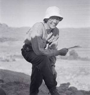 Thérèse Rivière en mission dans l'Aurès, 1935-1936 © Germaine Tillion ou Jacques Faublée.jpg