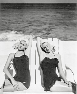 Louise-Dahl-Wolfe_Twins-at-the-Beach_1955.jpg