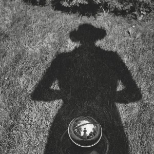 02_-VIVIAN-MAIER-SELF-PORTRAIT-UNDATED-PALAZZO-PALLAVICINI-BOLOGNA-copyright-Vivian-Maier-Maloof-Collection-Courtesy-Howard-Greendberg-Gallery-New-York_web.jpg