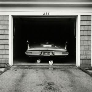 06_-VIVIAN-MAIER-JULY-1957-CHICAGO-SUBURB-PALAZZO-PALLAVICINI-BOLOGNA-copyright-Vivian-Maier-Maloof-Collection-Courtesy-Howard-Greendberg-Gallery-New-York_web.jpg