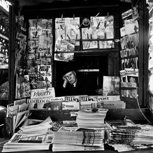 05_-VIVIAN-MAIER-MARCH-1954-NEW-YORK-PALAZZO-PALLAVICINI-BOLOGNA-copyright-Vivian-Maier-Maloof-Collection-Courtesy-Howard-Greendberg-Gallery-New-York_web.jpg