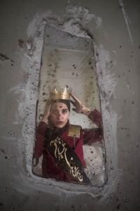 Tahmineh_Monzavi_Crown-Giver_2014_web.jpg