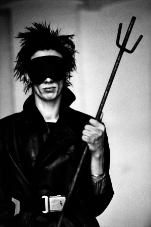 Blixa Bargeld, Berlin 1983 Copyright Anton Corbijn (00).jpg