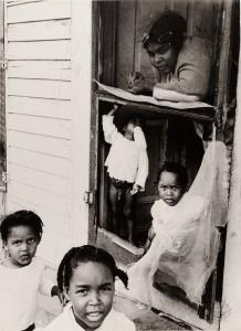MKG_Delete_Phototriennale_Hoepker_Mutter mit Kindern in Florida.jpg