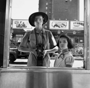Vivian Maier, Selbstporträt, New York, 1953 © Estate of Vivian Maier, Courtesy of Maloof Collection and Howard Greenberg Gallery, NY.jpg