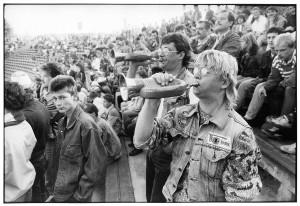 1_Harald-Hauswald,-FC-Union-Berlin-dans-le-stade-An-der-Alten-Forsterei,-1988,-Berlin-©-Harald-Hauswald-OSTREUKZ-WEB.jpg
