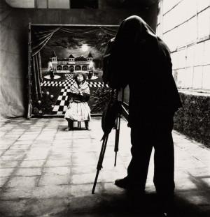 1_IP_Cuzco-Town-Photographer-with-Barefoot-Girl_© The Irving Penn Foundation.jpg