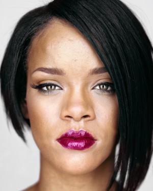 01_OstLicht_MARTIN_SCHOELLER_Up_Close_Rihanna_2007.jpg