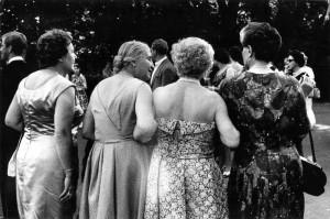 Stefan_Moses__Festspielbesucherinnen_in_Bayreuth__1961__c__Elsa_Bechteler-Moses.jpg