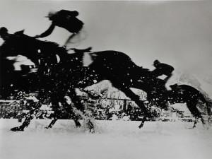 3_Philipp Giegel, Pferderennen auf dem zugefrorenen Obersee, Schweiz, 1955 (©Philipp Giegel, Esther Woerdehoff Paris).jpg