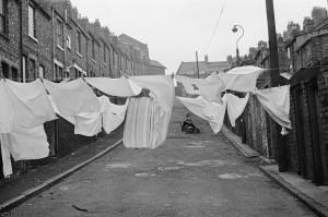 Martine-Franck_Quartier-de-Byker--Newcastle-upon-Tyne--Royaume-Uni--1977-(C)-Martine-Franck--Magnum-Photos_web.jpg
