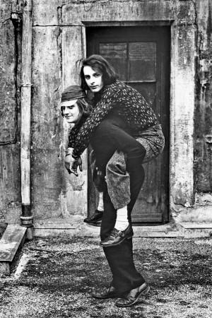 1_©Willy-Spiller_Huckepack,-David-Weiss-und-Urs-Lüthi,-vor-dem-Künstleratelier,-Stüssihof,-Zürich-1970_web.jpg