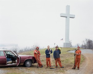 Alec-Soth.-Frankie-Fort-Jefferson-Memorial-Cross-Wickliffe-Kentucky_web.jpg
