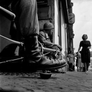 2_Near-Checkpoint-Charlie,-Berlin,-1961-©-Don-McCullin-(2)_web.jpg