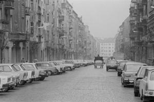 2_Christburger Strasse mit Blick in Richtung Greifswalder Strasse, Berlin-Prenzlauer Berg, DDR, 197_c_Harald Hauswald - OSTKREUZ__webaufloesung.jpg