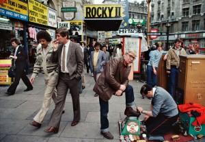 09_-William-Klein,-Shoes-polisher,-Rocky-II,-ect,-Piccadilly,-1980-web.jpg