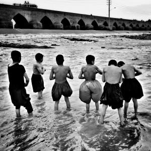 17_Morteza_Herati_Les_garcons_du_fleuve_Serie_I_2016∏Morteza_Herati_web.jpg