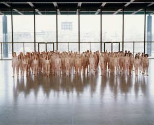 6_Vanessa-Beecroft_VB55-Performance_2005_Neue-Nationalgalerie_Berlin_copyright-Vanessa-Beecroft_web.jpg