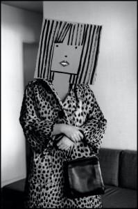 Inge Morath, ohne Titel, aus der Serie Masken mit Saul Steinberg, 1961.jpg
