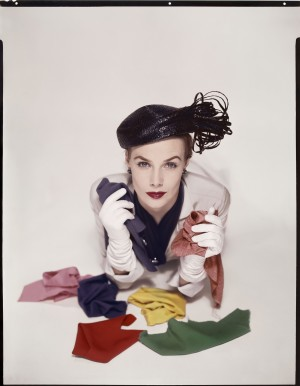 3.Lilian Macusson for the cover of American Vogue Jan 1951.jpg