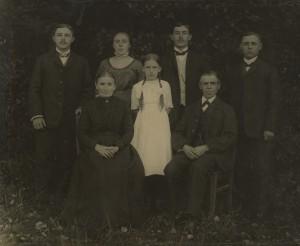 o_st_presse_sammlung kicken_Sander_Untitled_Familienportrait_ca1910er_20er.jpg