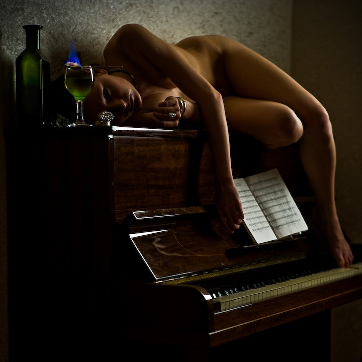 rls-porn-nude-on-piano-blonde