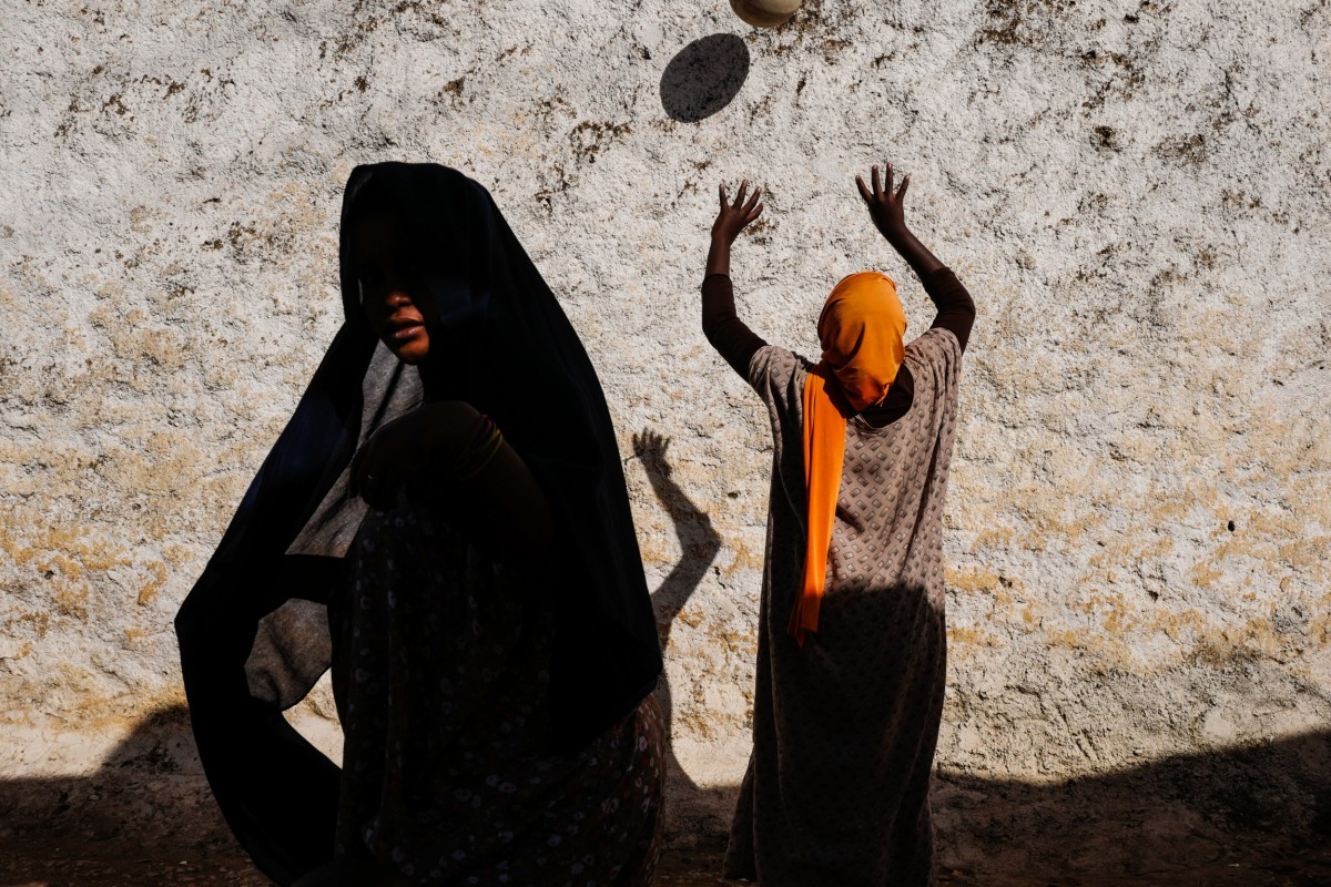 Picture of the Week / andrea torrei - Women of Harar   LFI Gallery